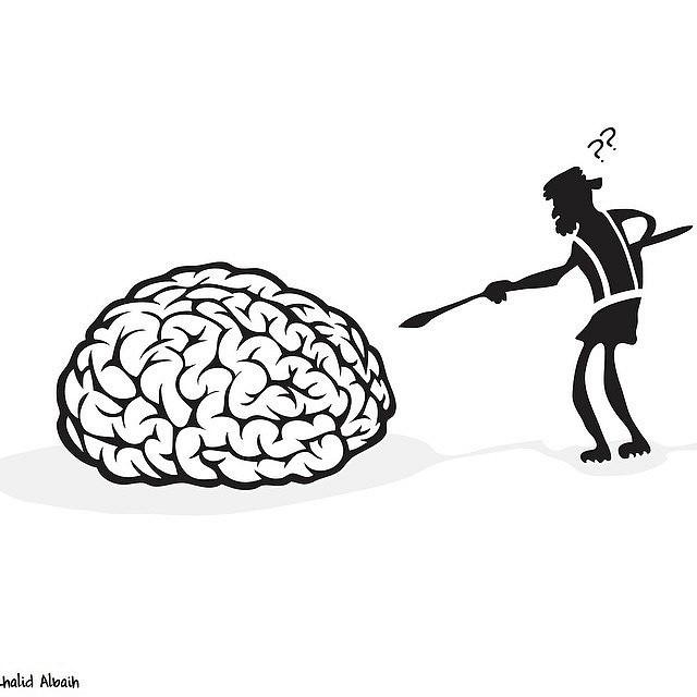 Någon petar på en gigantisk hjärna med ett spjut och undrar vad det är