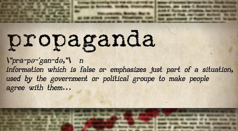 Ordbok med ordet propaganda. Förklaras i bildtexten under.